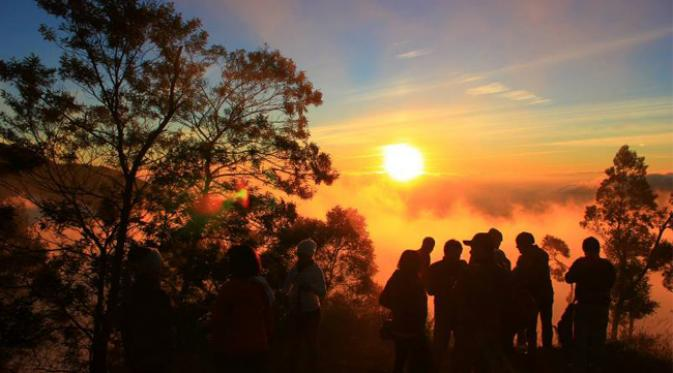 Puncak Sikunir Golden Sunrise