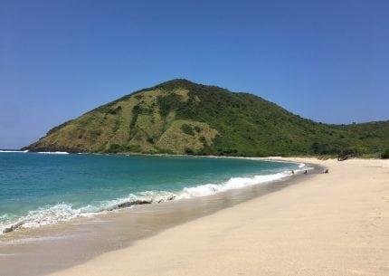 paket-tour-lombok-pantai-mawun