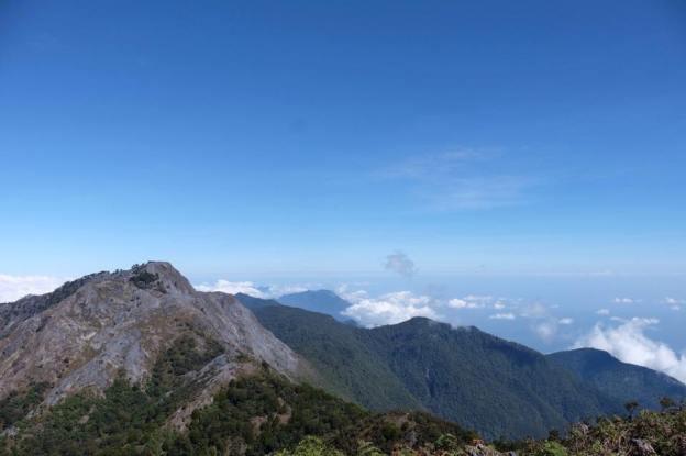 gunung binaia panorama