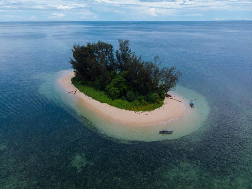 pulau nuburi teluk cendrawasih